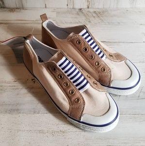 Boys sz.2  tan/beige/blue/white tennis shoe